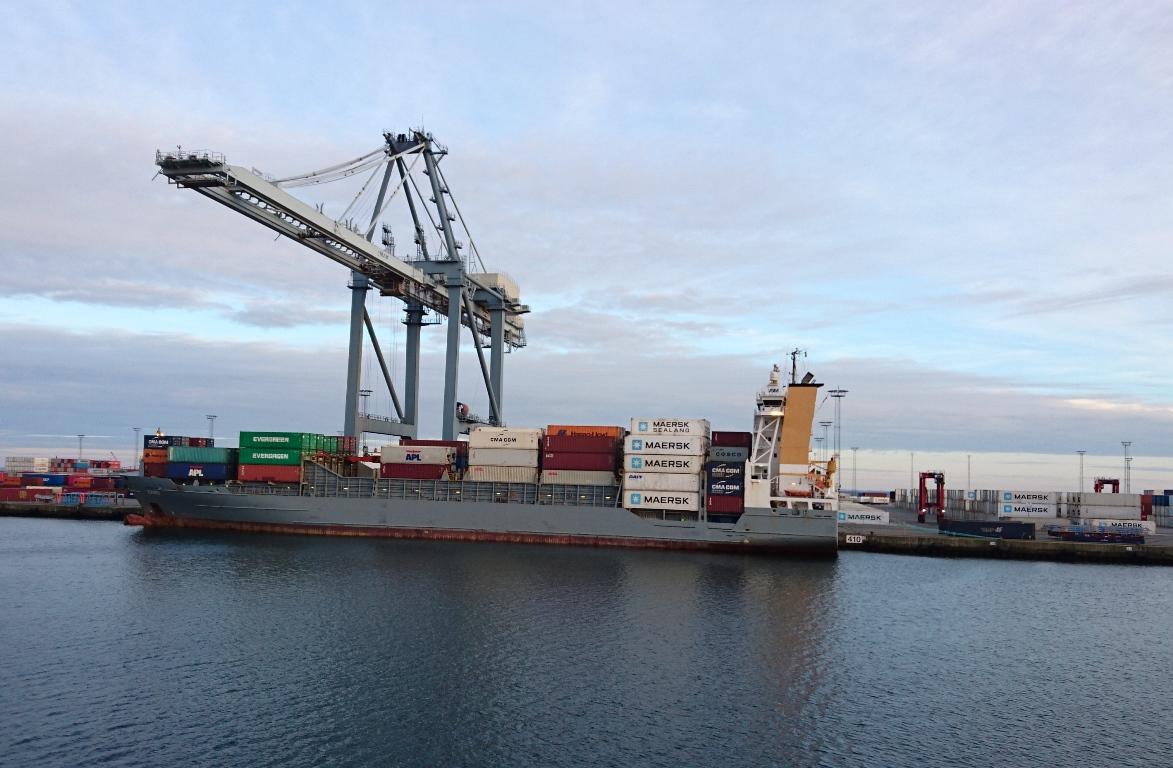 Фидерный контейнеровоз Bjorg