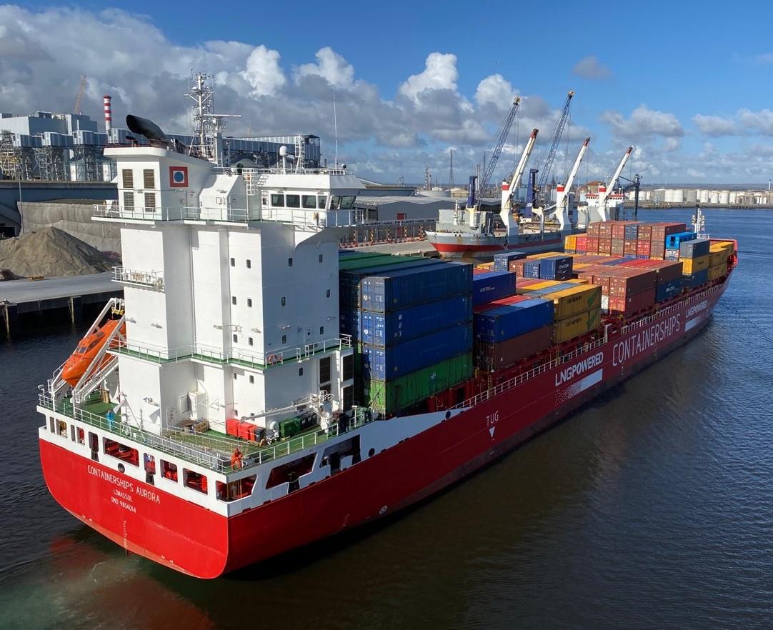 Контейнеровоз Containership Aurora в порту Тисспорт