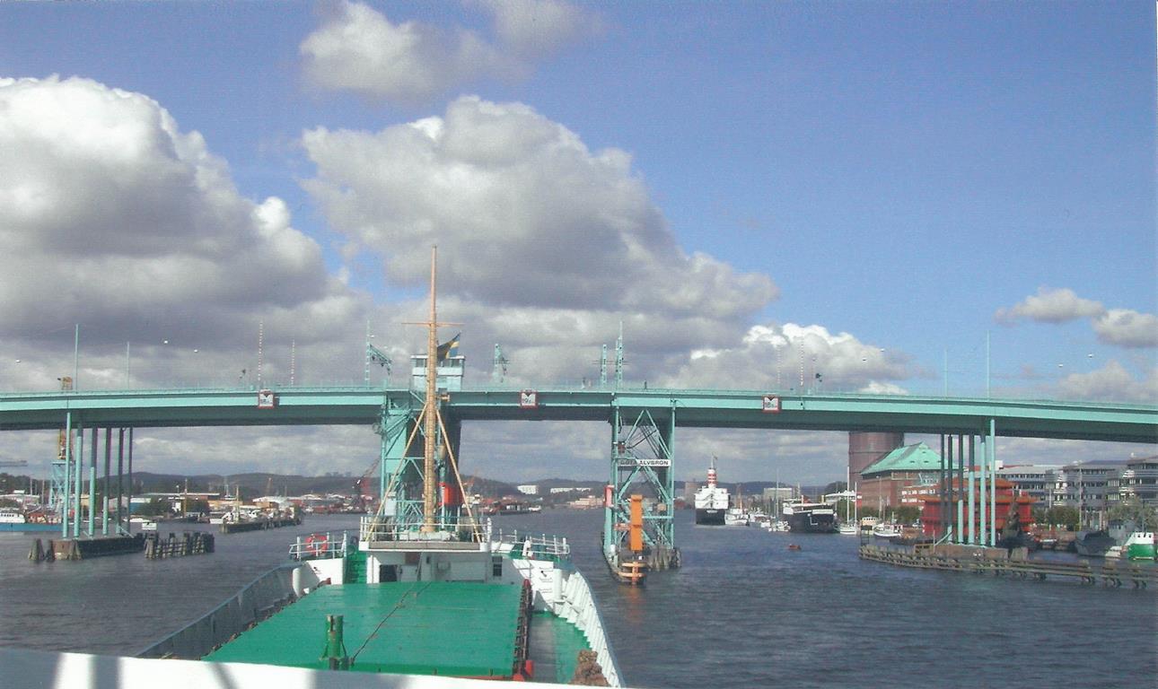 Фотография моста в порту Гетеборг.